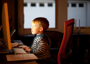 A student checks out the new Que Tal website.